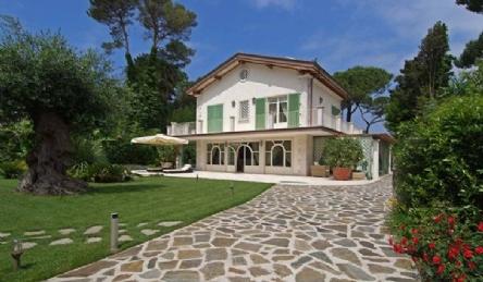 villa in the most prestigious area: Plan