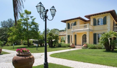 Luxury villa in Imperial Rome: Outside view