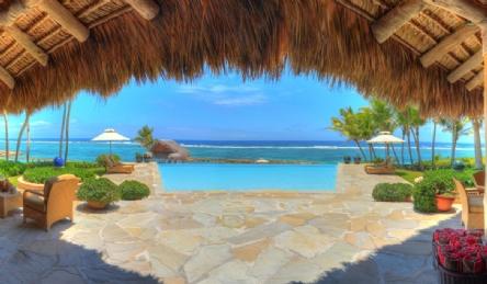 Роскошная вилла на побережье с бассейном: Наружный вид