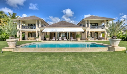 Fabulous luxury villa with swimming pool: Outside view