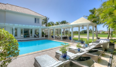 Luxury caribbean villa in Tortuga Bay: Outside view