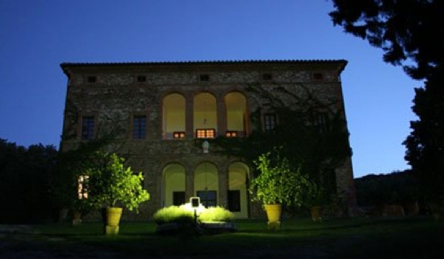 Historic villa with biological IGT Winery: Outside view