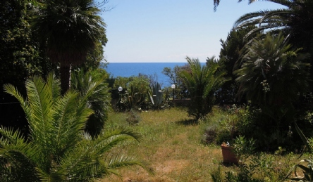 Villa with private access to the sea: Outside view
