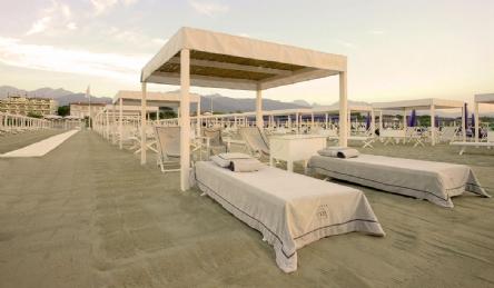 Villa di lusso con piscina a Forte dei Marmi: Vista esterna