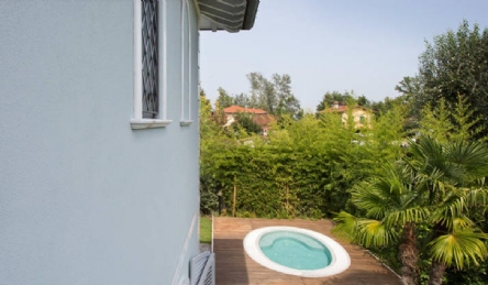 Newly built villa near the center of Forte dei Marmi: Outside view