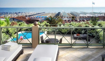 Luxury apartment with sea view: Outside view