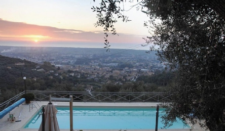 Panoramic villa in Tuscany: Outside view