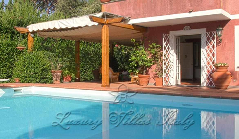 Prestigiosa villa con piscina: Vista esterna