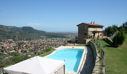 Panoramic villa for sale on the hills of Versilia
