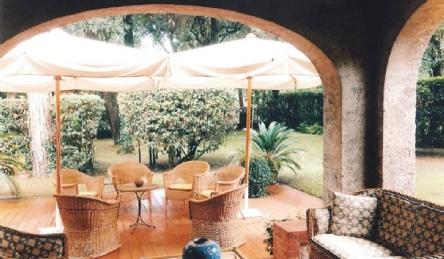 Villa in VIP area: Outside view