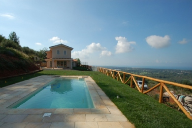 Villa on tuscan hills: Outside view