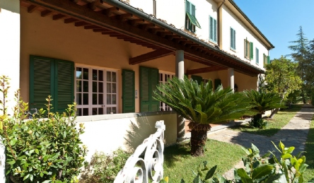 2 magnificent villas for sale near Pisa: Outside view