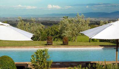 Azienda vinicola immersa nella campagna toscana senese: Piscina