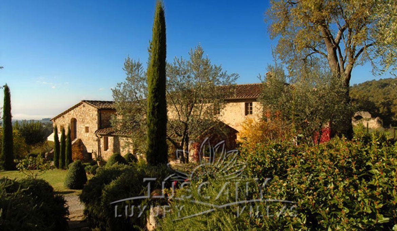 Azienda vinicola immersa nella campagna toscana senese: Vista esterna