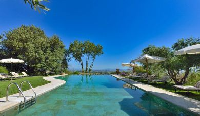 Luxury resort for sale near Montepulciano with stunning panoramic view