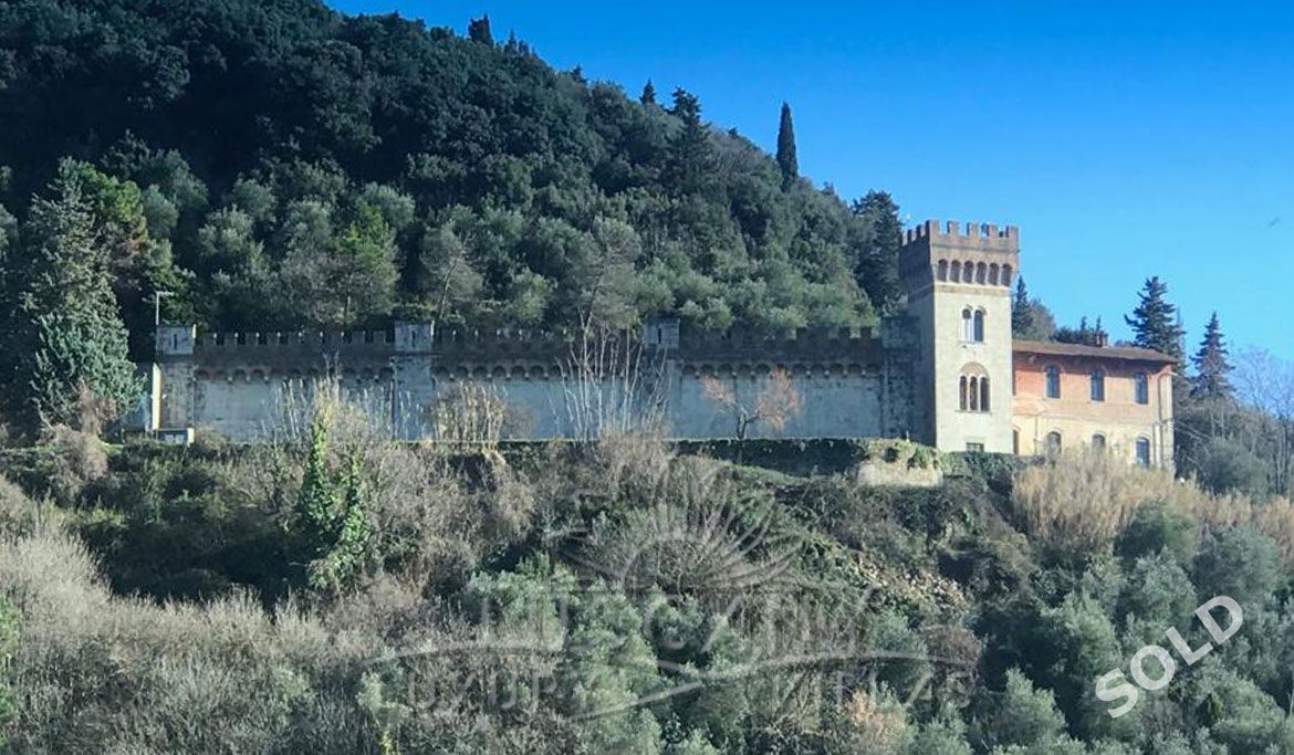 Historic castle for sale with stunning panoramic view on the Tuscany coast: Outside view