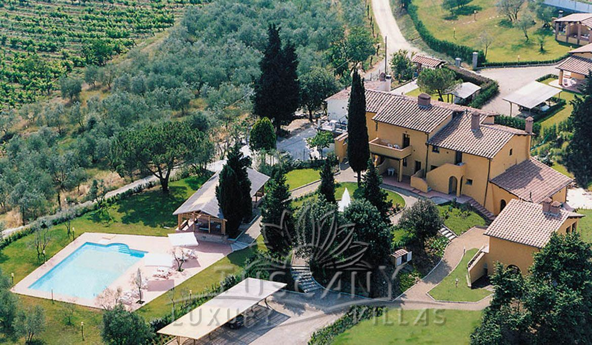 Magnificent historic villa for sale in Chianti near Florence: Outside view