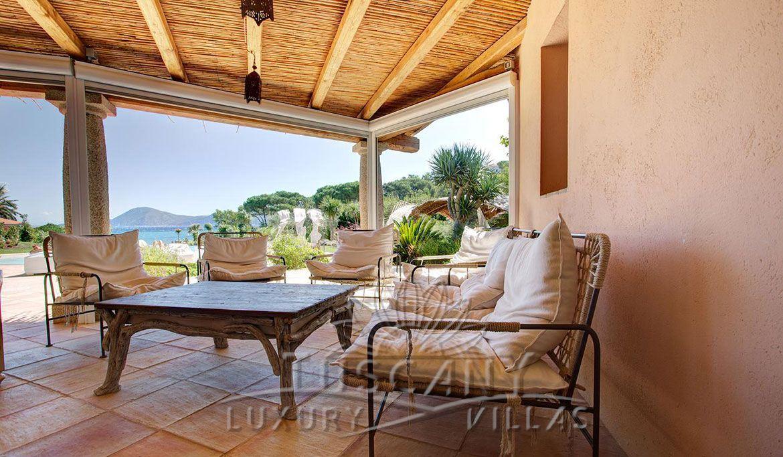 Villa con accesso al mare in vendita sul mare Meravigliosa villa ...