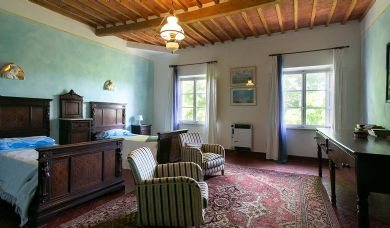 Magnificent villa for sale in Pisa countryside with pool and park: Outside view