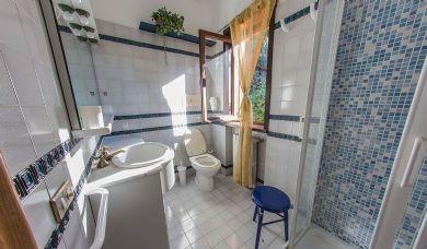 Splendida proprietà panoramica vicino al lago di Massaciuccoli: Bagno (con vasca)