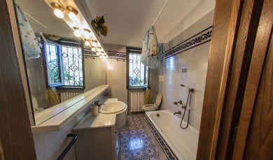 Тосканская ферма и вилла с видом на Озеро: Туалет с ванной