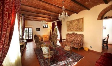 Magnificent property for sale in the heart of Chianti with pool, vineyards and olive groves: Bathroom (with bath)