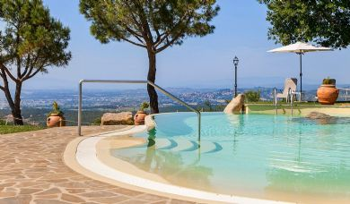 Beautiful country estate near Montepulciano with 2 pools: Outside view