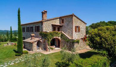 Bellissima tenuta di campagna vicino a Montepulciano con 2 piscine: Vista esterna