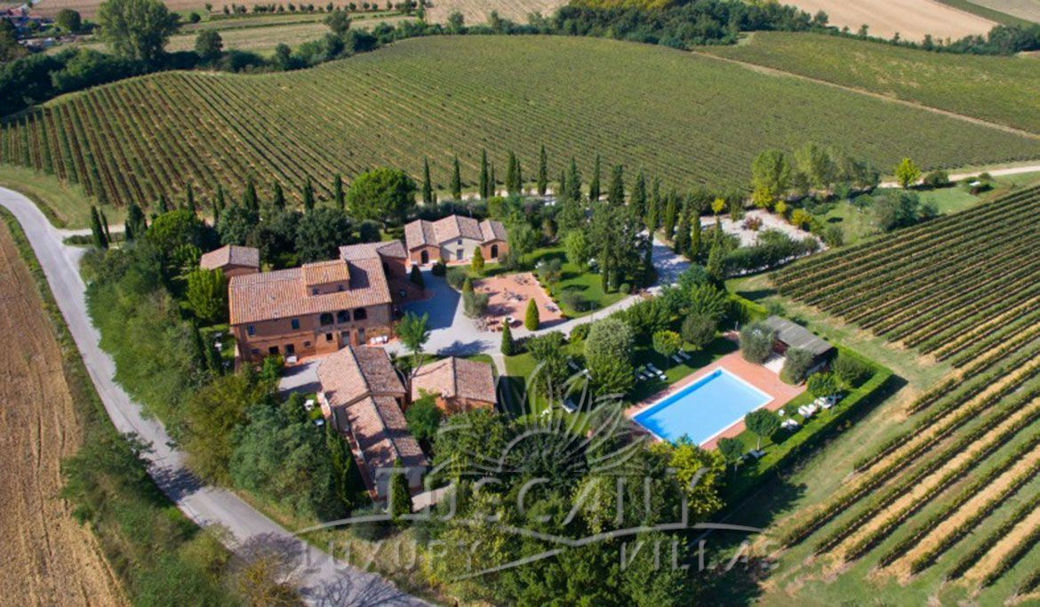 Typical Sienese farmhouse for sale Montepulciano with pool: Outside view