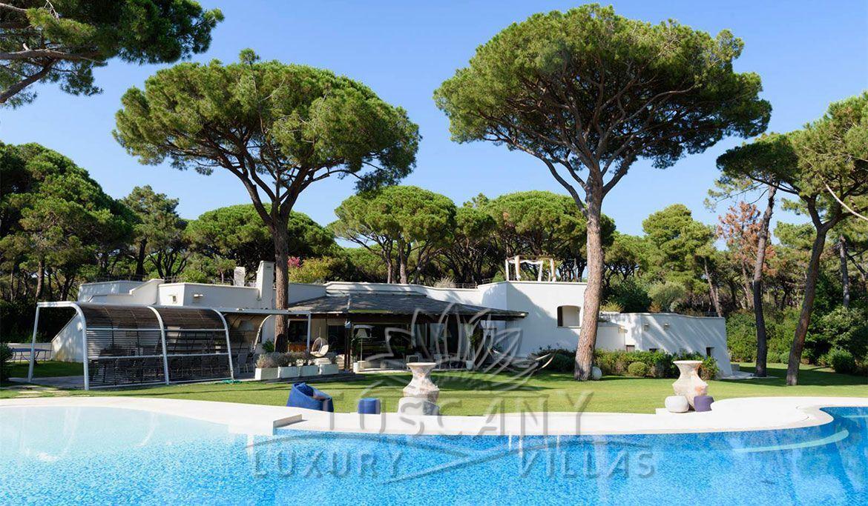 Villa for sale in Castiglione della Pescaia with heated jacuzzi pool: Outside view