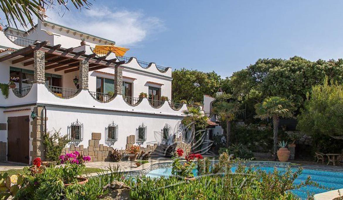 Seafront luxury villa for sale in Castiglioncello with pool and park: Outside view