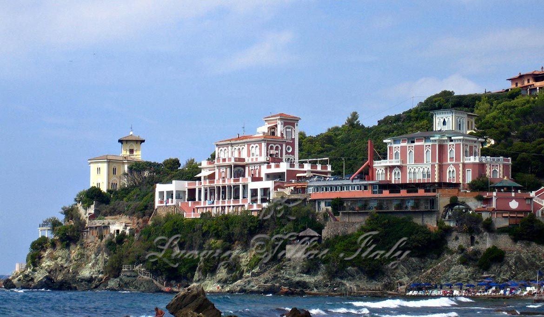 Splendida villa storica in vendita a Castiglioncello a picco sul mare: Vista esterna