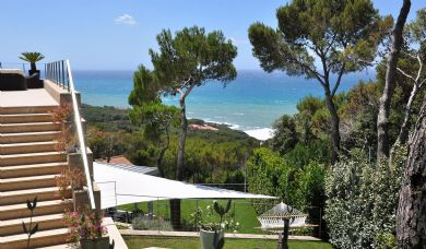 Recently built villa for sale in Castiglioncello with pool and garden: Bathroom (with bath)