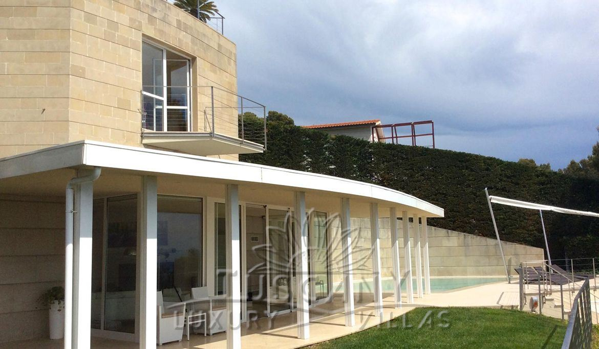 Recently built villa for sale in Castiglioncello with pool and garden: Outside view