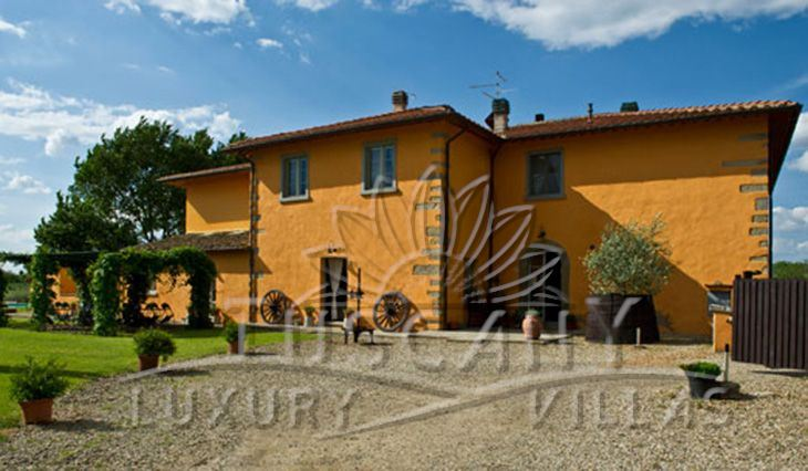 Luxury farmhouse for sale in Arezzo: Outside view