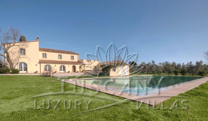 Elegant villa with dependance pool and garden for sale in Cecina: Outside view