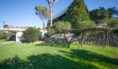 Wonderful villa for sale in Porto Santo Stefano with pool: Bathroom