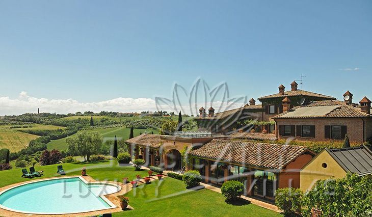 Historic villa for sale near Montepulciano: Outside view
