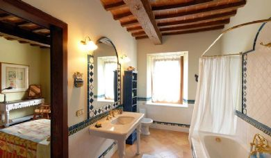 Historic villa for sale near Montepulciano: Bathroom (with shower)