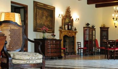 Historic luxury villa for sale in Pisa with pool: Double room