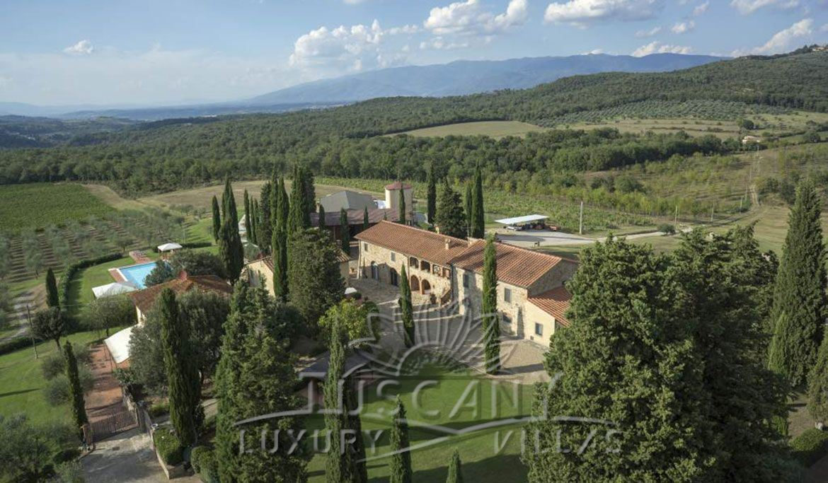 Farmhouse for sale in Chianti: Outside view