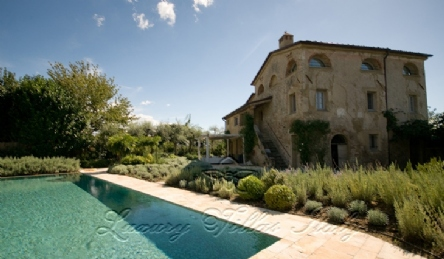 Villa in provencal style with infinity pool: Outside view