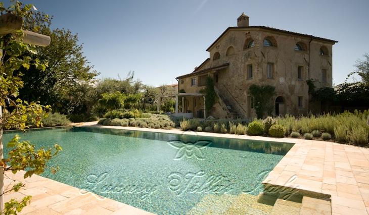 Villa in stile provenzale con piscina: Vista esterna