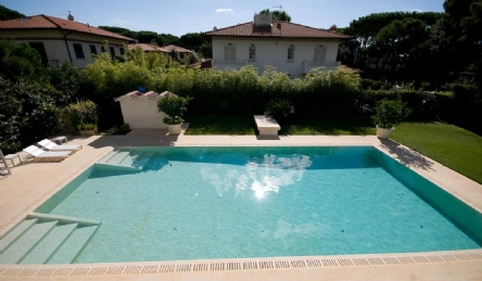Luxury villa near the sea: Outside view