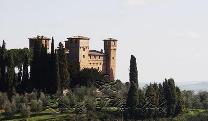 Historic palace in Tuscany: Outside view