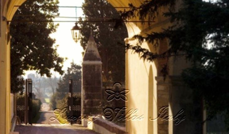 Villa nobiliare: Outside view