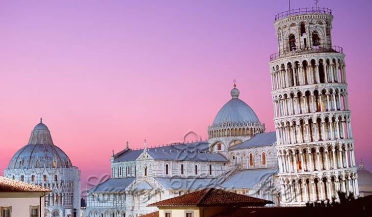 Palazzo storico con vista sulla Torre di Pisa: Vista esterna