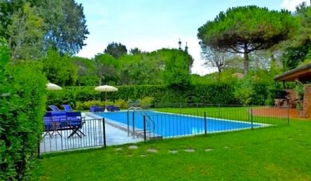 Villa forte dei marmi with pool: Outside view