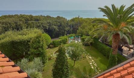 Villa moderna a Castiglioncello: Vista esterna