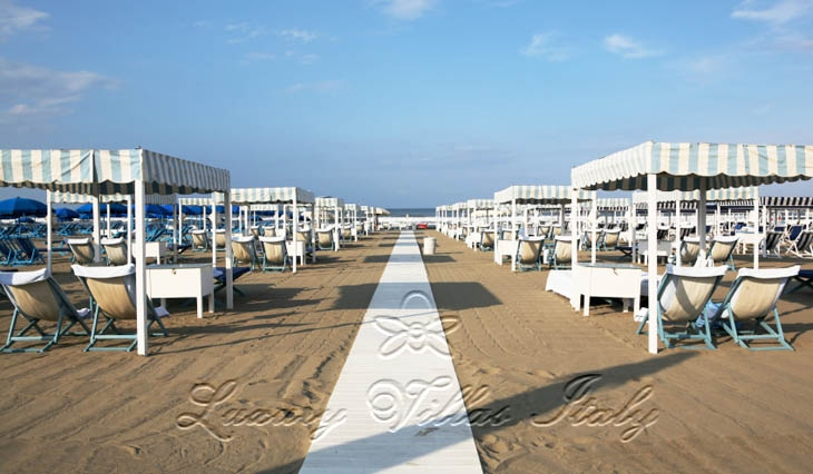 Beach Club with restaurant for sale in Forte dei Marmi: Outside view